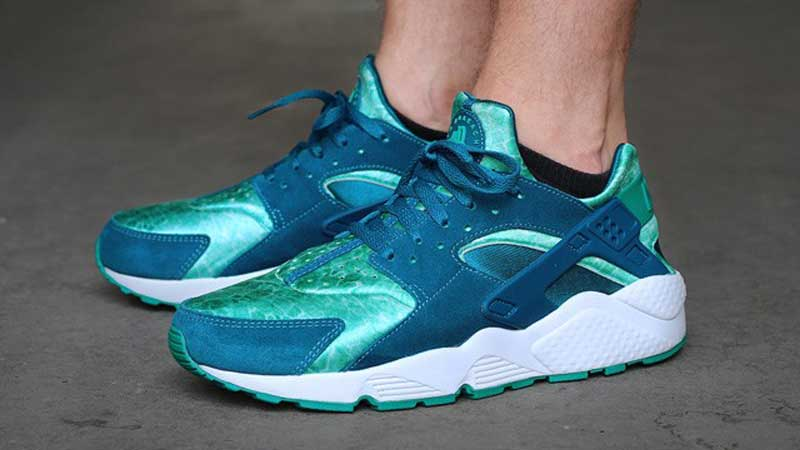 Nike-Air-Huarache-Green-Abyss-Turbo-Green