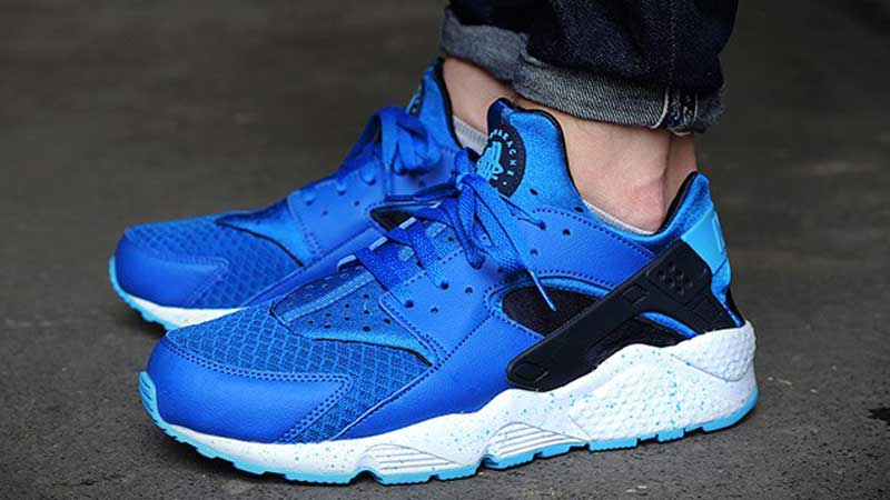 nike air huarache triple blue