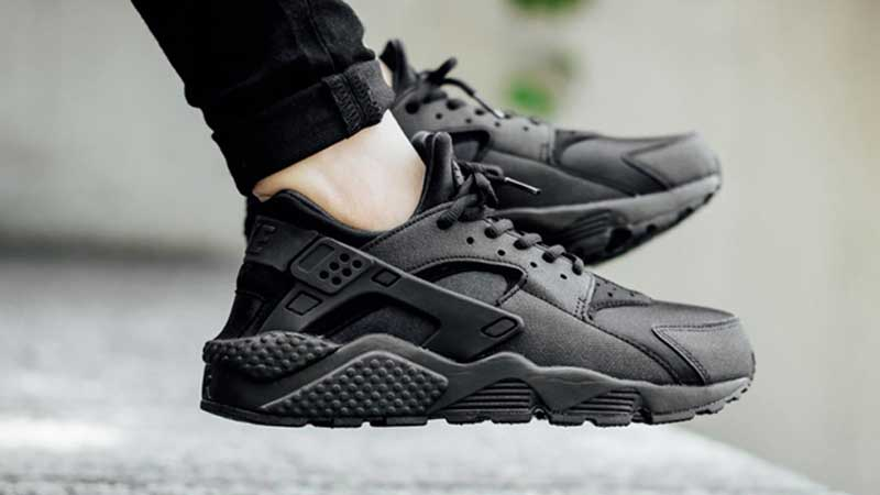 all black nike air huarache