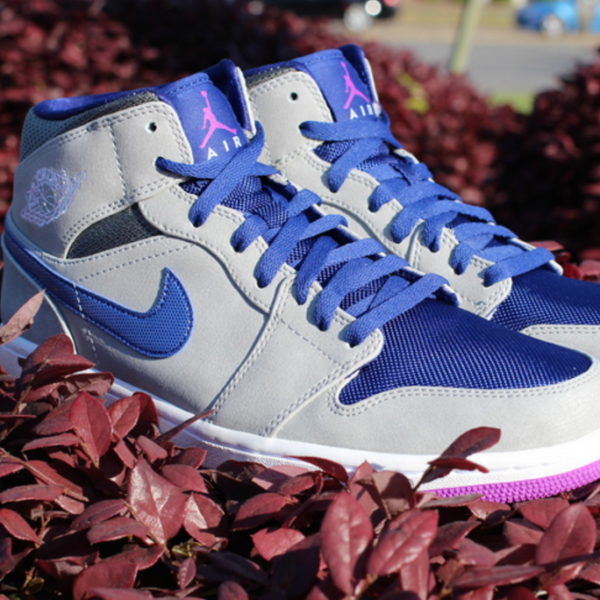 royal-blue-laces-on-jordans